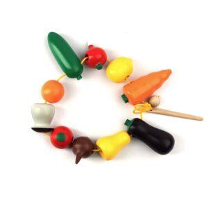 К141. Дерев'яна розвиваюча іграшка . Шнуровка Фрукти овочі. Komarovtoys