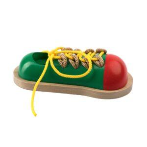 К147. Дерев'яна розвиваюча іграшка . Шнуровка Кед. Komarovtoys